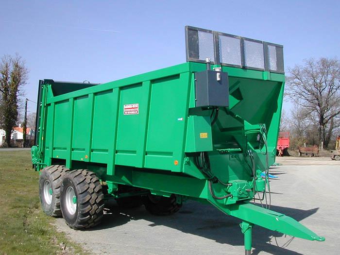 Épandeur agricole vert